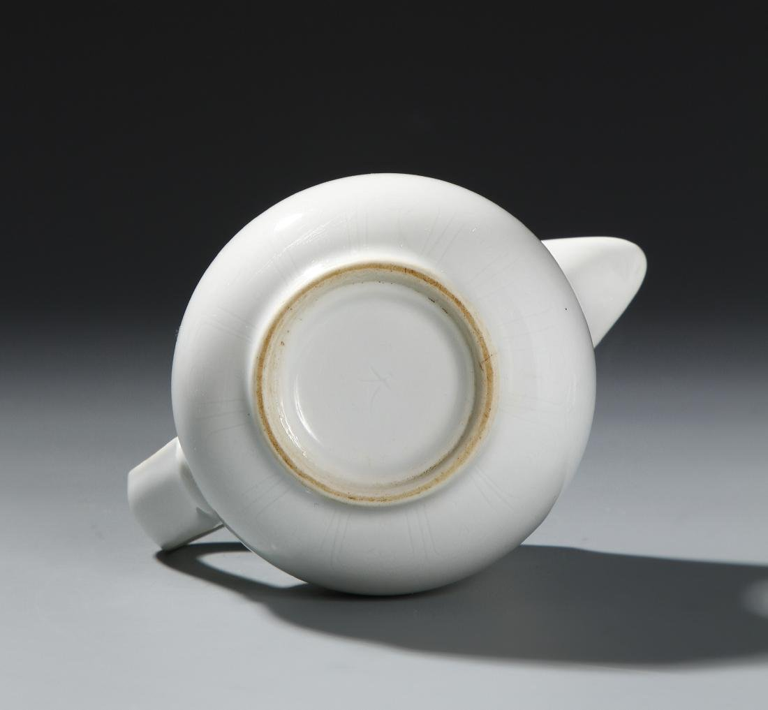 Chinese White-Glazed 'Monk's Cap' Ewer and Cover - 5