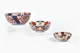 Three Japanese Imari porcelain scalloped bowls