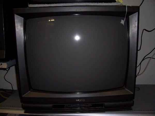 1445: sanyo 25 inch tv w remote