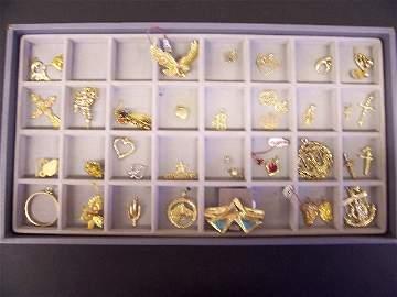436: assorted gold pendants