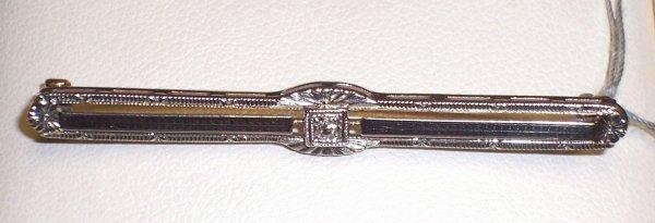 302: 14K EDWARDIAN ENGRAVED DIAMOND BAR PIN