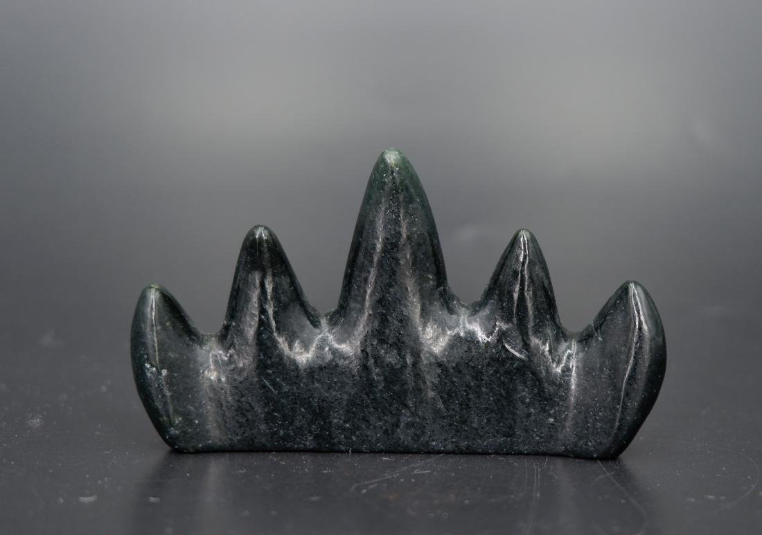 A CARVED BLACK JADE BRUSH HOLDER, QING DYNASTY