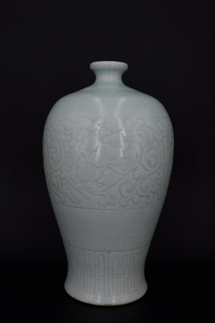 A CHINESE CELADON-GLAZED MEIPING VASE, QIANLONG MARK