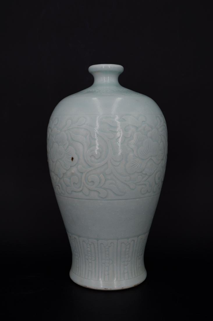 A CHINESE CELADON-GLAZED MEIPING VASE, QIANLONG MARK - 2