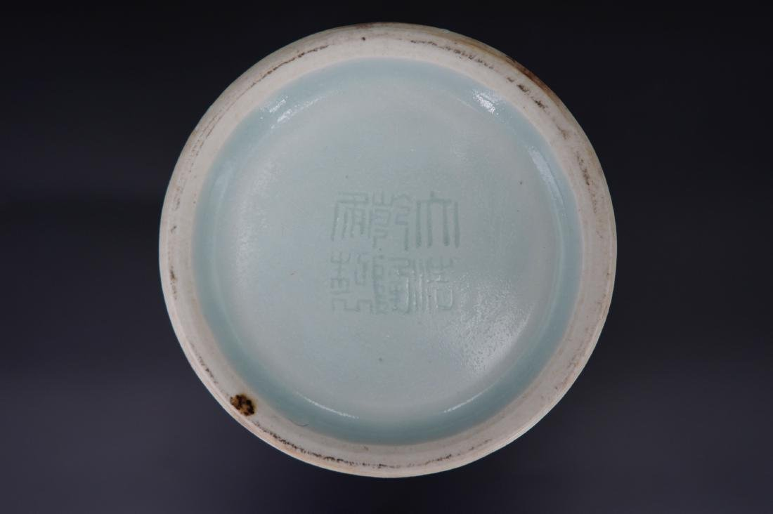 A CHINESE CELADON-GLAZED MEIPING VASE, QIANLONG MARK - 5