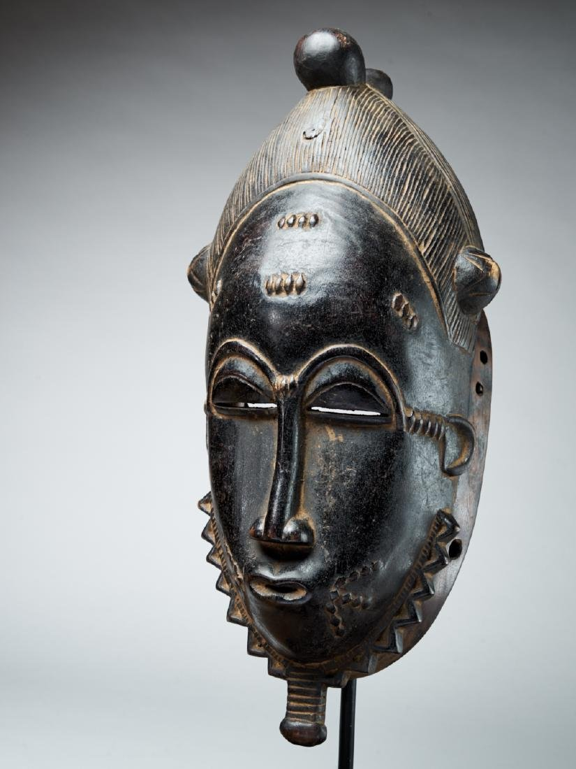 Baule Kpan mask with a black face - Tribal Art