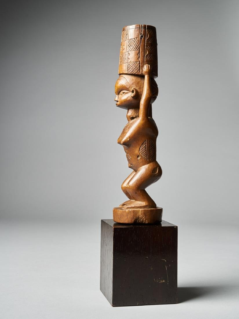 Standing Female Figure with scarifications - Dondo - 2