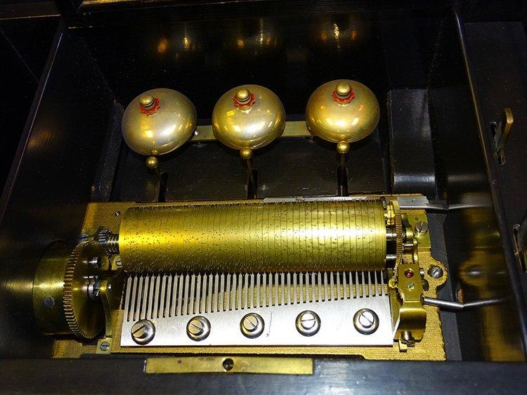 3 Bell 8 Tune Music Box - 2