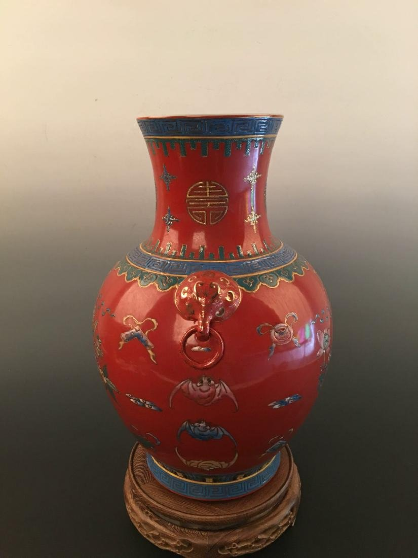 Chinese Red Ground Vase With Kang Xi Mark - 4