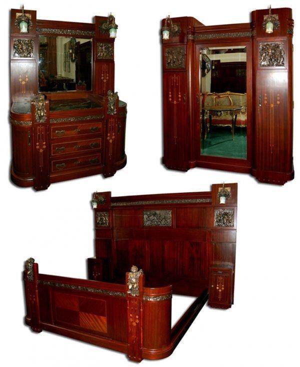 18: 1197 3-Pc. Italian Mahogany King-Size Bedroom Suite
