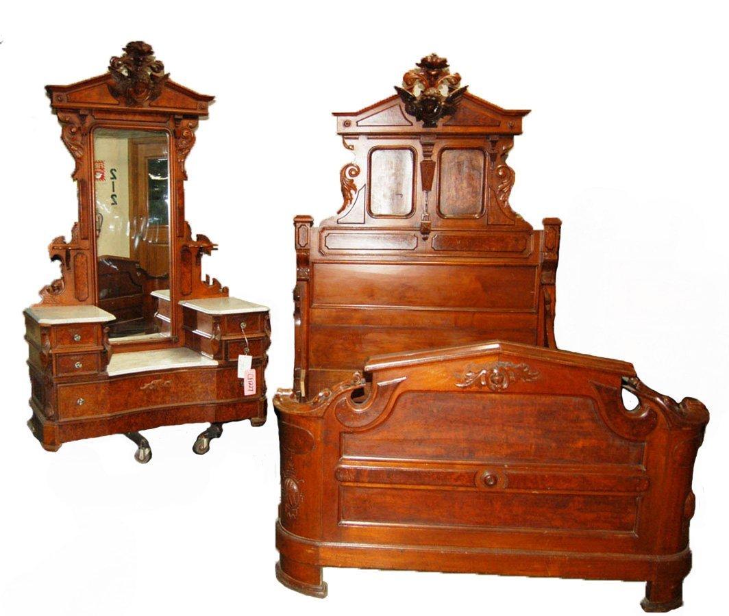 6972 Renaissance Revival 2-piece Walnut & Burl Bed Set