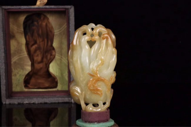 "Chinese Qing Dynasty white jade carved ""Bergamot"""