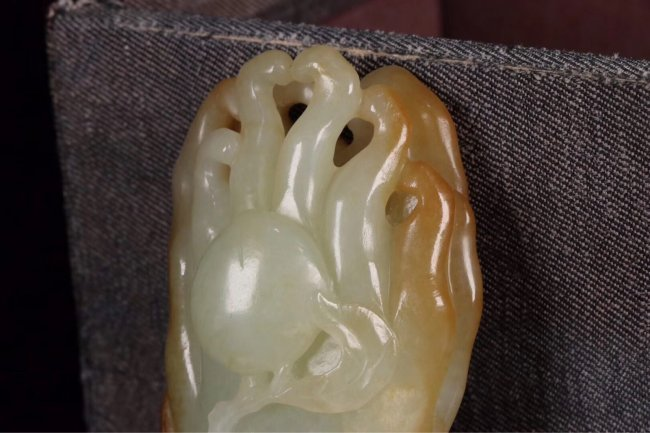"Chinese Qing Dynasty white jade carved ""Bergamot"" - 6"