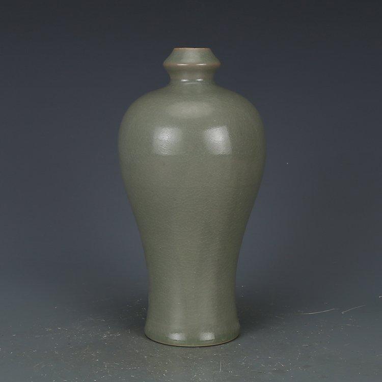 Chinese Song Dynasty Green Glaze Vase