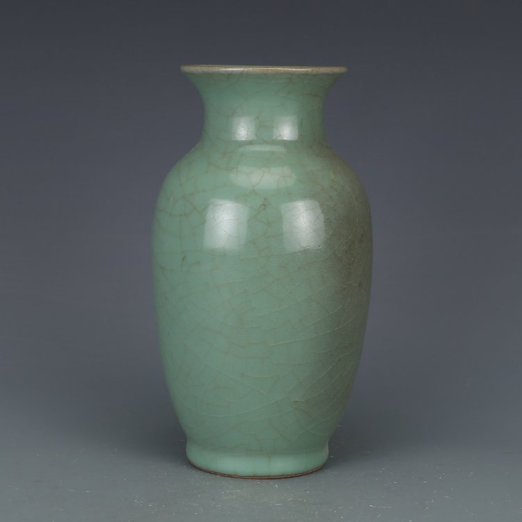 Chinese Song Dynasty green glaze bottle