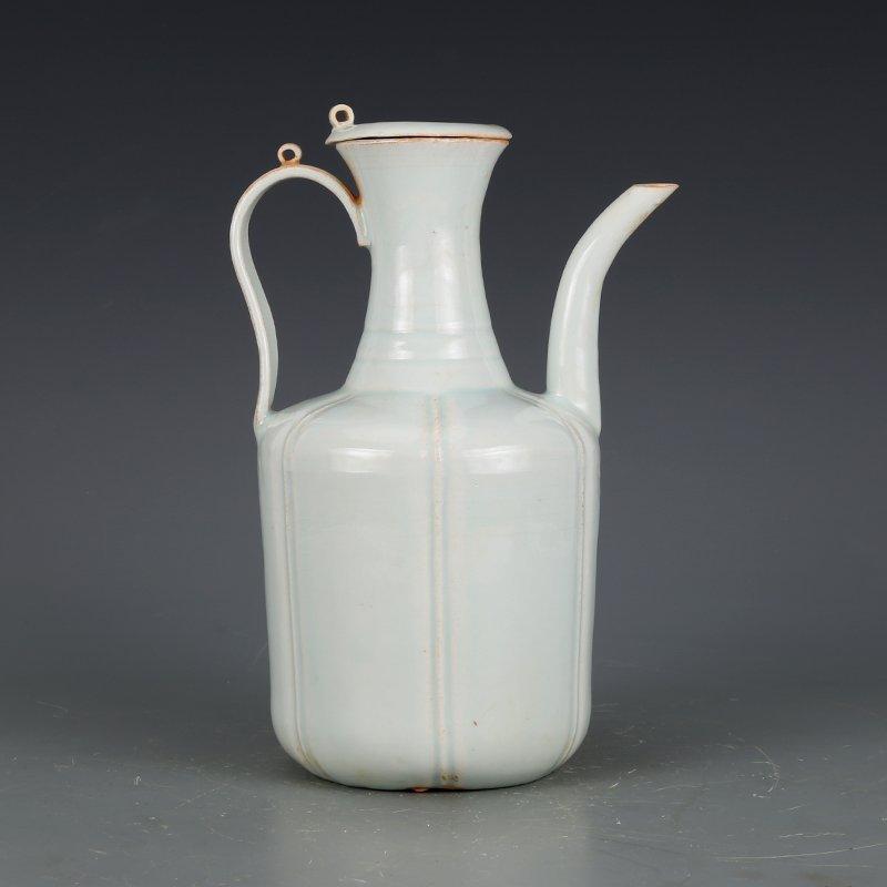Song Dynasty green glaze hand-held pot