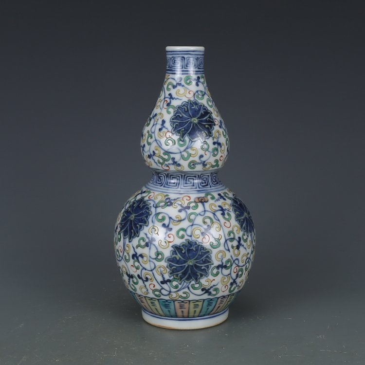 Qing Dynasty blue and white porcelain gourd bottle