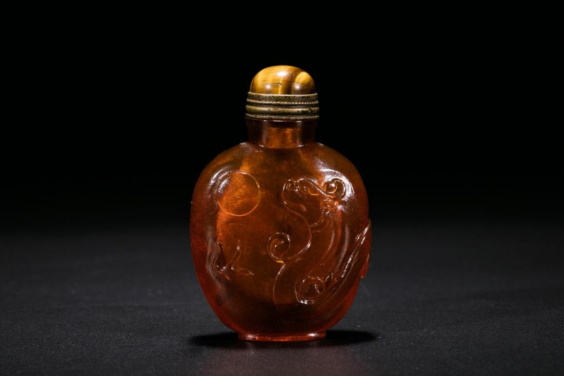 A Rare Amber Carved 'Dragon' Snuff Bottle