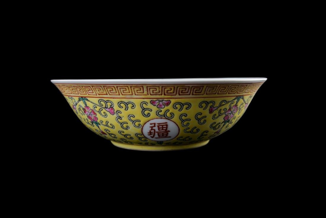 Guangxu Yellow-Ground Famille Rose 'Longevity' Bowl - 3
