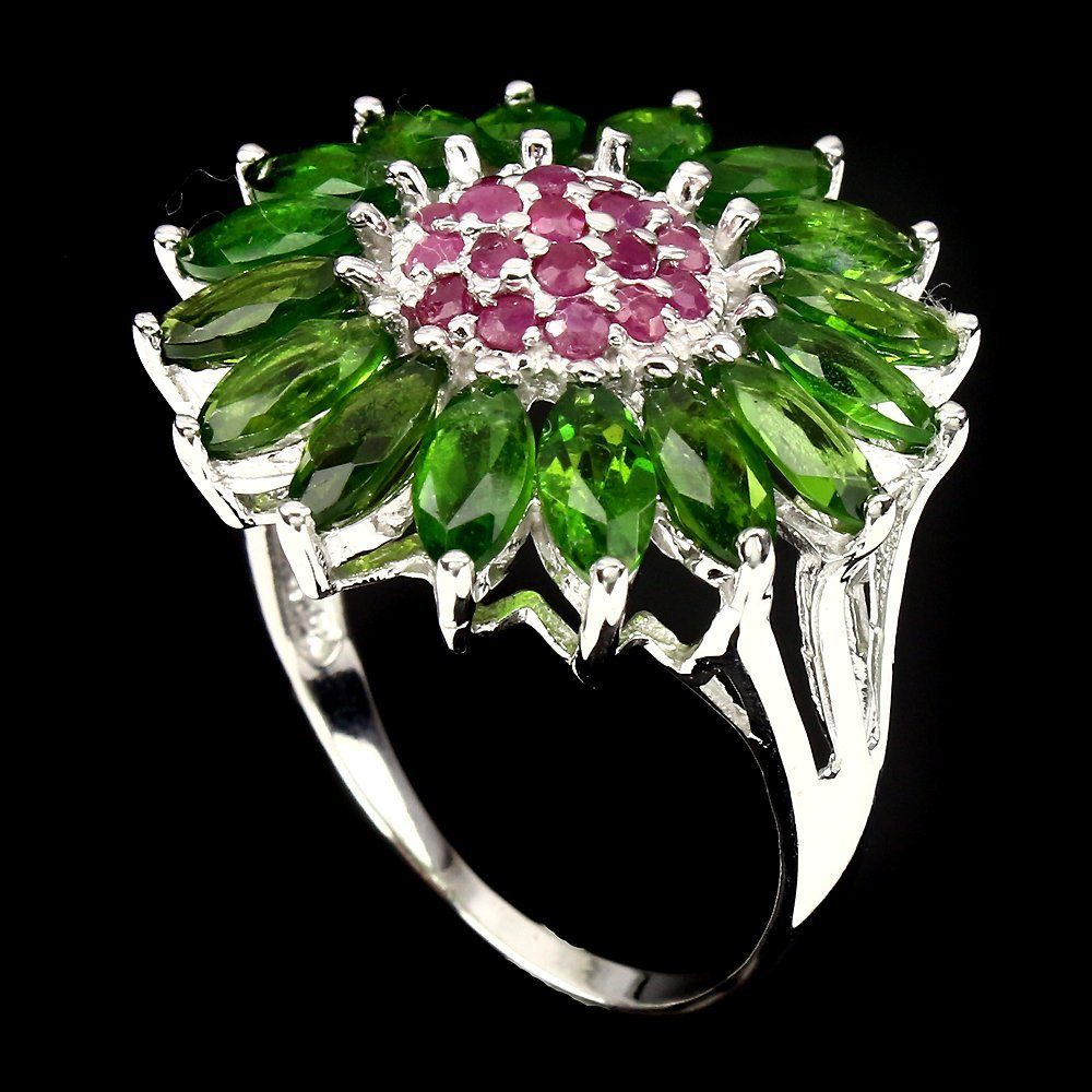 A very unique Natural Ruby & Diopside Ring. - 2
