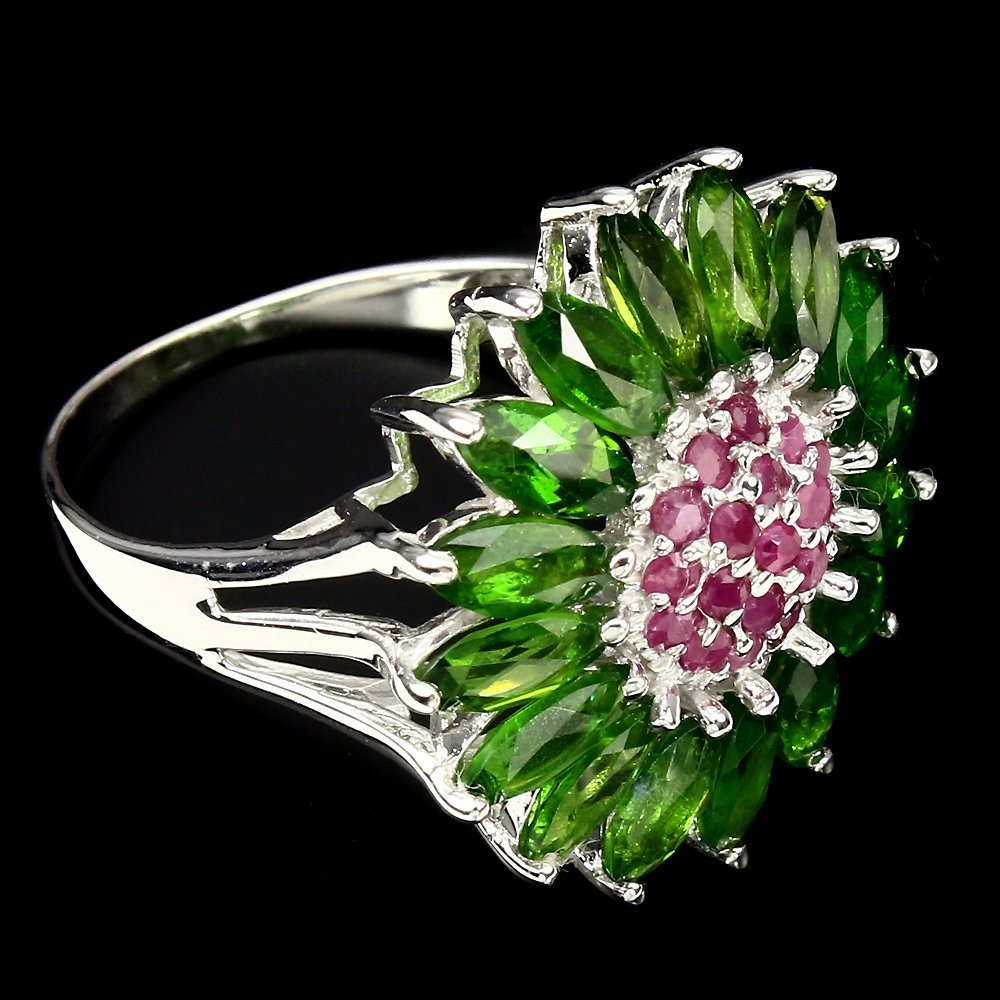 A very unique Natural Ruby & Diopside Ring. - 3