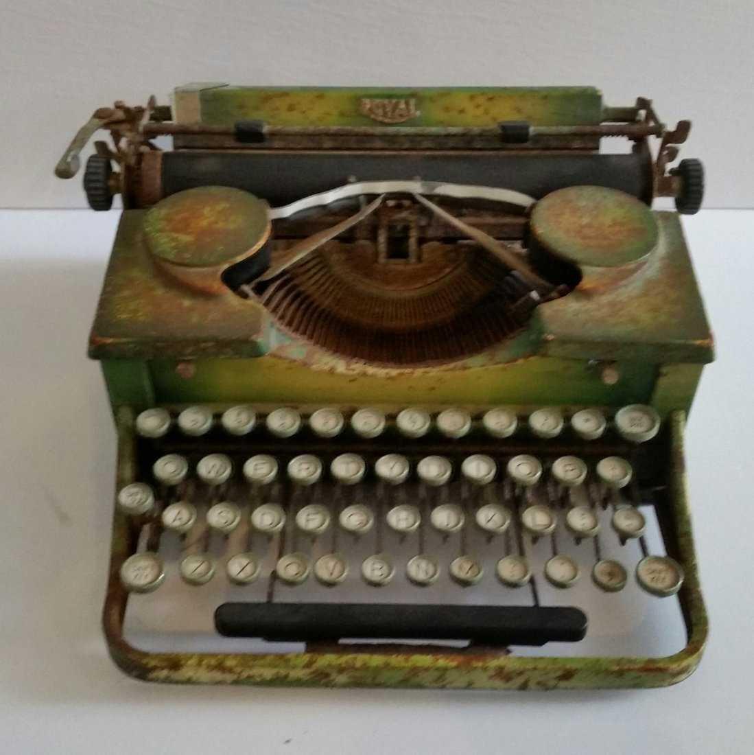 Antique Vintage Royal Typewriter 1940s