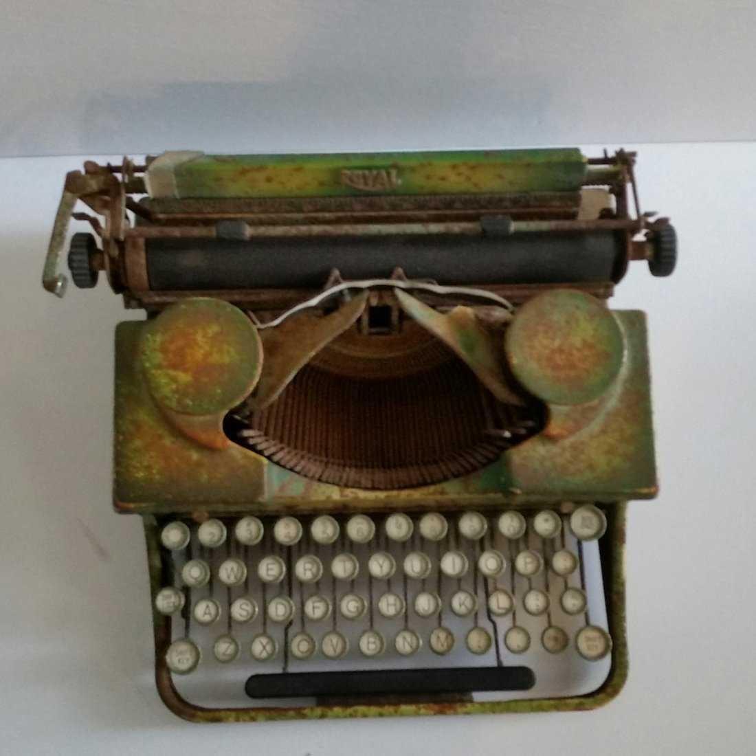 Antique Vintage Royal Typewriter 1940s - 2