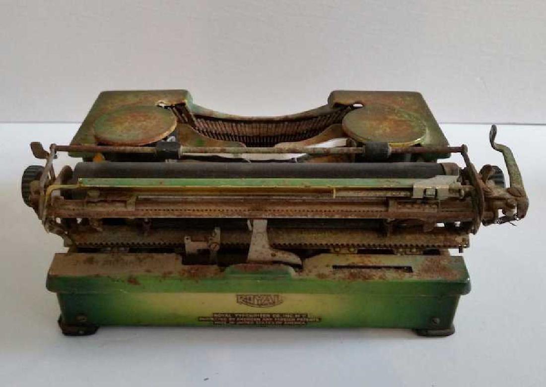 Antique Vintage Royal Typewriter 1940s - 4