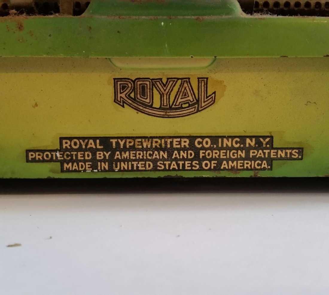 Antique Vintage Royal Typewriter 1940s - 5