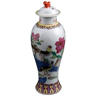 Chinese Imari Hand Painted Porcelain Pictorial Vase