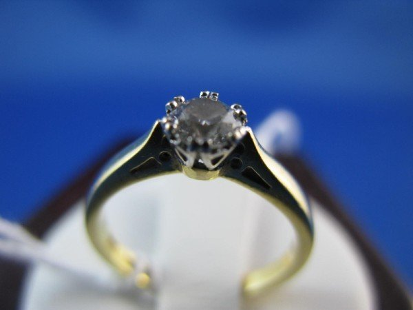 15A: 18K SOLITAIRE DIAMOND ENGLISH RING