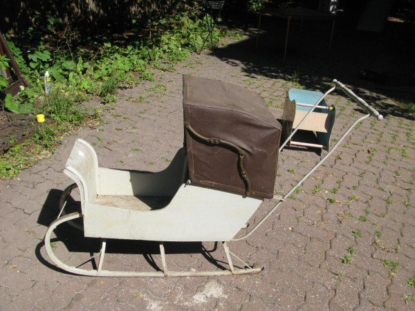 18: 1920'S CHILDS SLEIGH CARRIAGE ON RUNNERS