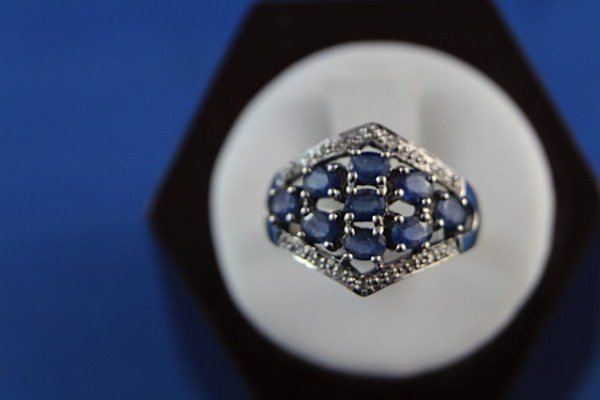 14K WHITE GOLD DIAMOND AND SAPPHIRE DRESS RING