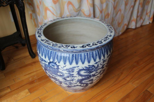 BLUE AND WHITE LARGE FISH BOWL