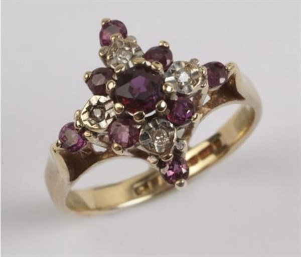 LAIDES 9K ORNATE RUBY AND DIAMOND CLUSTER RING