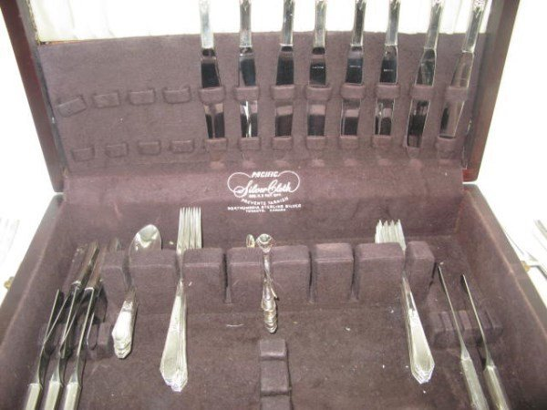 "NORTHUMBRIA STERLING FLATWARE SERVICE ""LAURIER"" - 5"