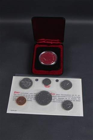 FIVE CANADIAN 1977 MINT DOLLARS WITH CASE