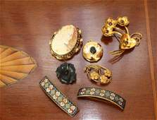 FIVE PIECES OF VICTORIAN AND EDWARDIAN JEWELLERY
