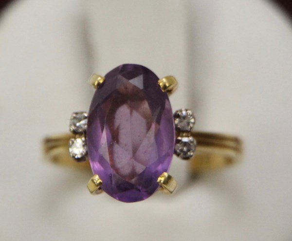 18K OVAL AMETHYST AND DIAMOND RING