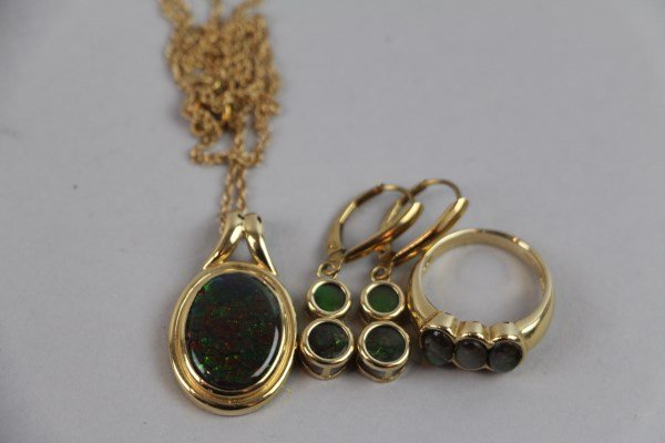 14K YELLOW GOLD AND AMMOLITE JEWELLERY SUITE