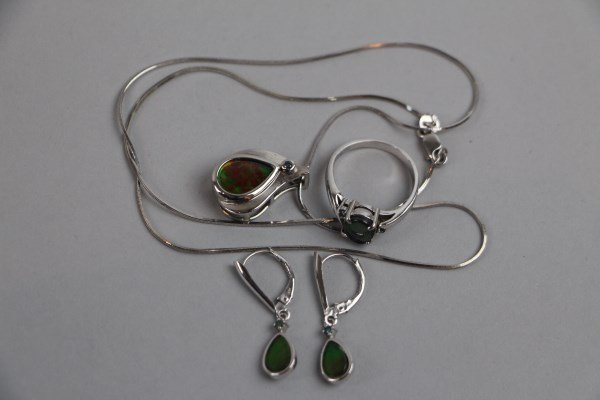 14K WHITE GOLD AND AMMOLITE JEWELLERY SUITE