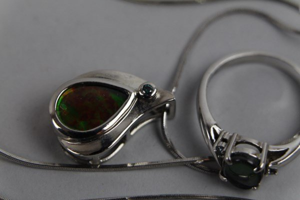 14K WHITE GOLD AND AMMOLITE JEWELLERY SUITE - 2