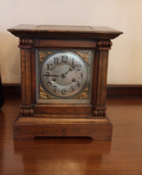 20TH C MAHOGANY CASE MANTEL CLOCK