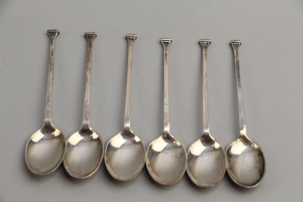 SET OF SIX STERLING SHEFFIELD COFFEE SPOONS