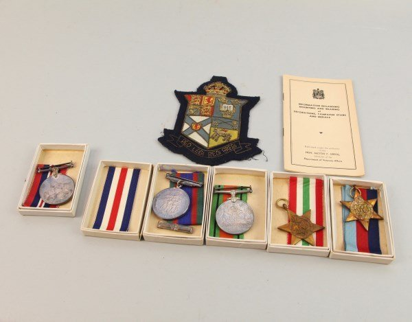 FIVE ASSORTED WWII MILITARY MEDALS, PLUS BOOKLET