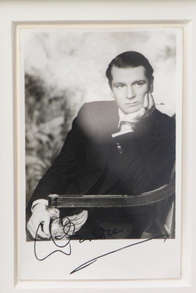 OFFICIAL SIGNED PHOTOGRAPH OF SIR LAWRENCE OLIVER - 2