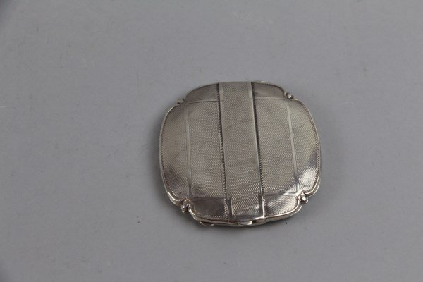 BIRMINGHAM STERLING CLAM FORM COMPACT