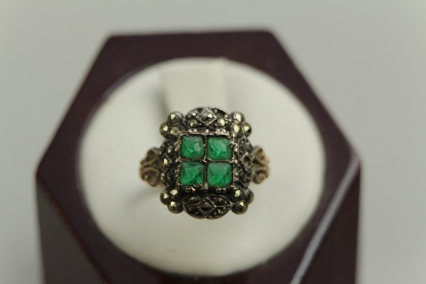 VICTORIAN 9K GOLD AND EMERALD RING