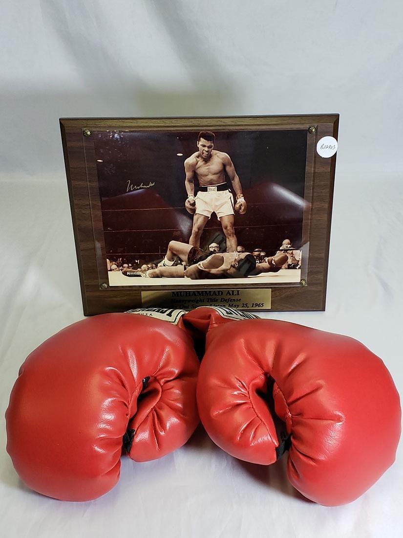 Mohammed Ali signed Gloves / Photo lot