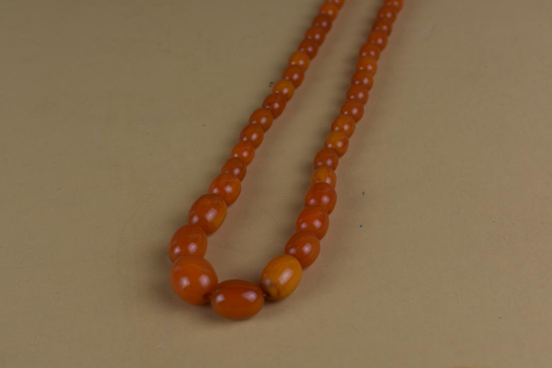 VINTAGE AMBER COLORED BEADED NECKLACE - 2